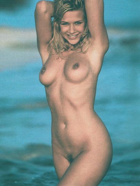 Nadja Pries  nackt